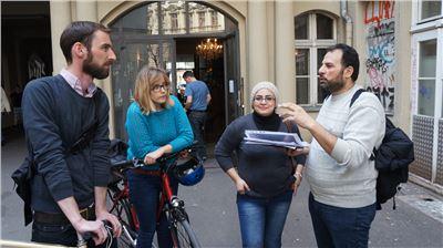 Die StadtführerInnen Samer und Arij