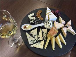 Käse-Tasting mit mit Käse-Leckereien aus der Küche