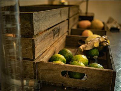 Frische Früchte destillieren