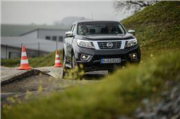 Offroad Training mit gestelltem Nissan Navara